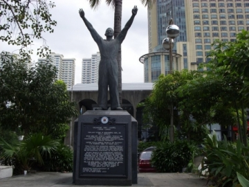 Salvador Doy Laurel Monument on Roxas Boulevard